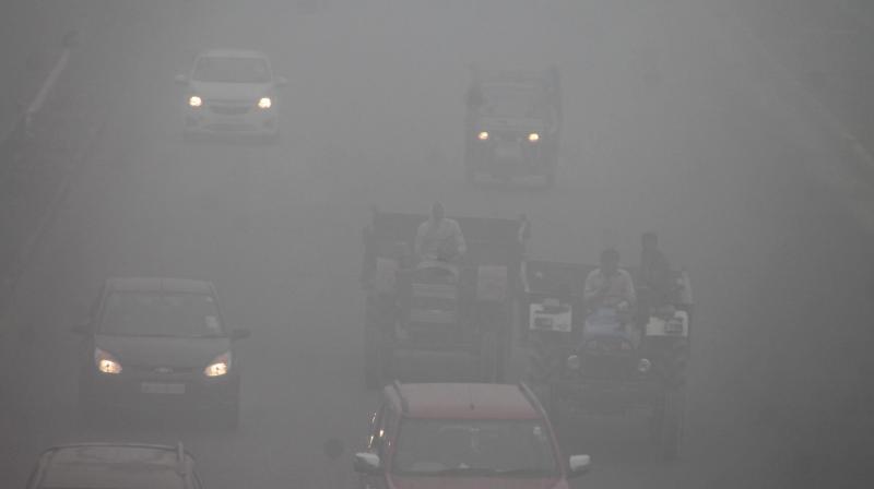 Delhi fog hits trains, planes
