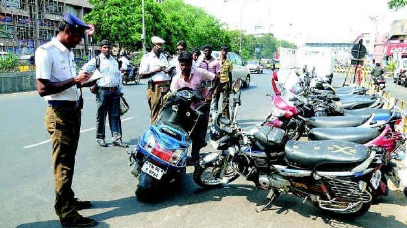 Telangana: Traffic home guard who took bribe to be sacked