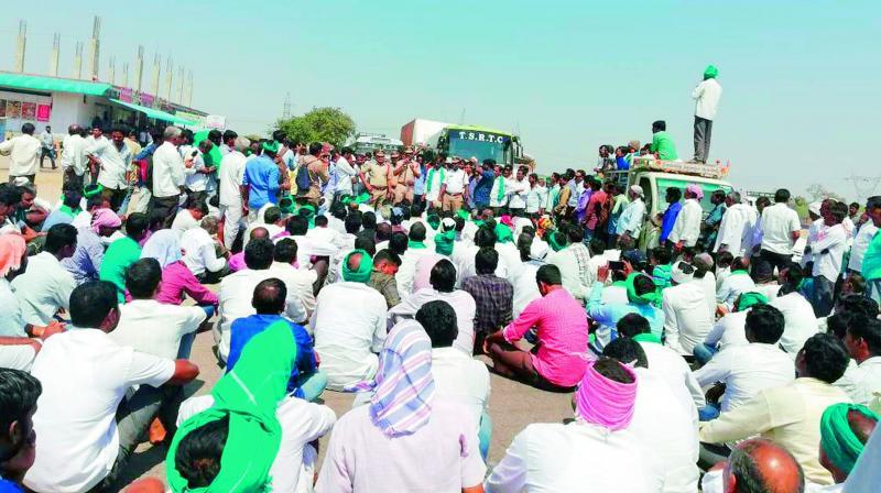 Jagtial: Farmers seek Rs 15K MSP for turmeric, block highway