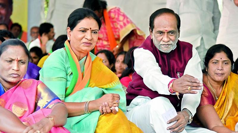 DK Aruna wants alcohol ban, begins fast